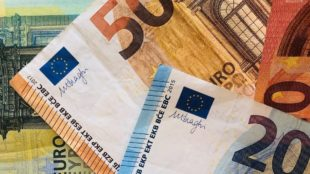 Geldscheine überall